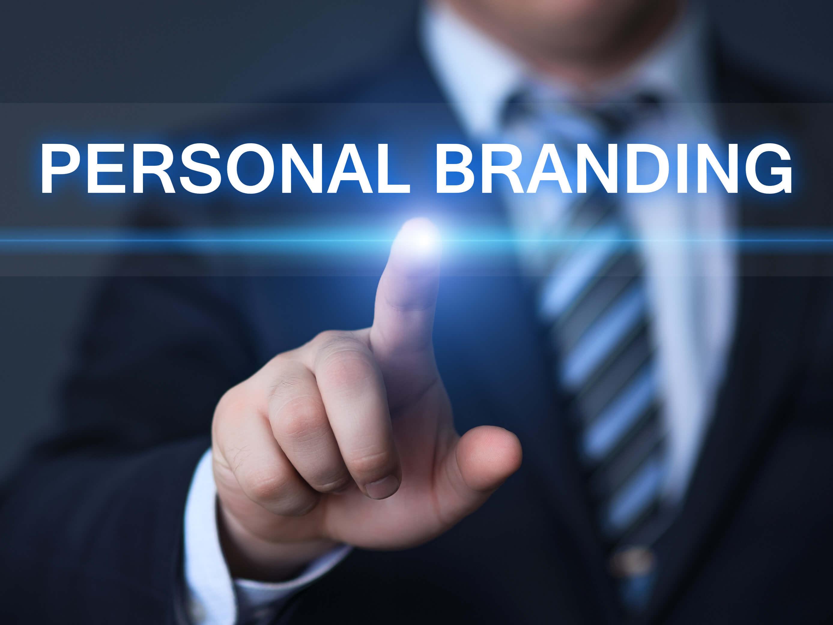 Bạn sẽ xây dựng thương hiệu cá nhân hiệu quả hơn nếu hiểu rõ Linkedin là gì.