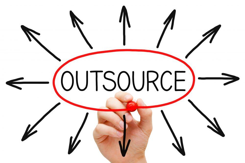 Bạn nên tự phát triển hay outsource wordpress cho website của mình?